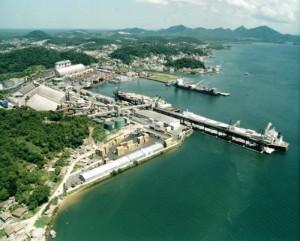 A localização geográfica impõe desafios climáticos ao porto