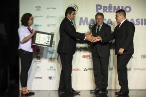 Éric e Bonilha recebem as premiações durante o evento